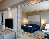 075-luxury-room
