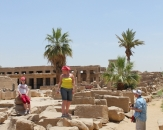 121-tourists-in-karnak