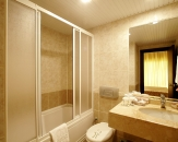 18-bathroom-Lyra-Resort-Side
