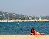 039-rest-on-the-beach-in-Port-Grimaud-Rue-de-la-Giscle