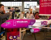 013-wizzair-com-boeing-737-model